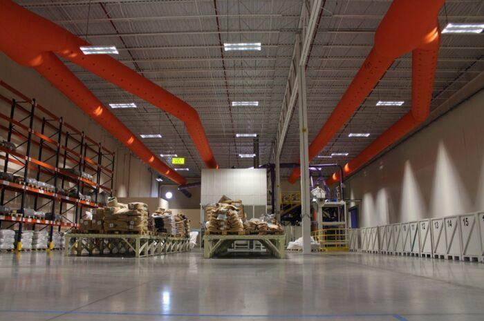 planta industrial con ductos textiles
